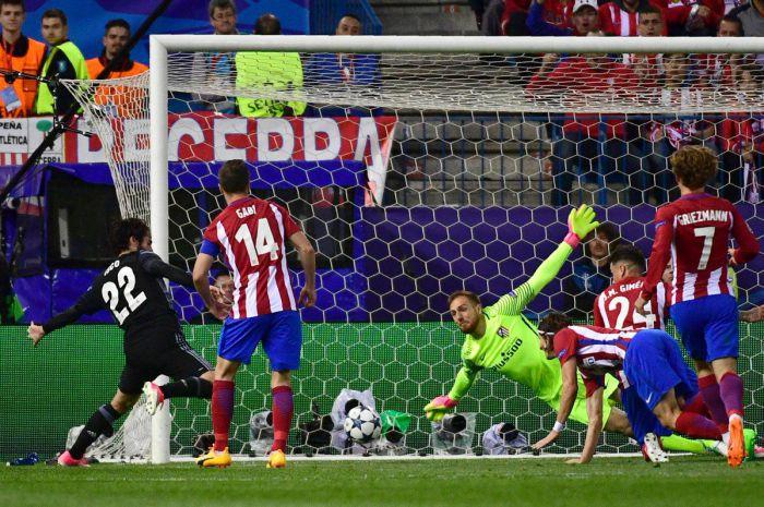 Real szybko drżał o awans, bo przegrywał 0:2 z Atletico. Genialna akcja Benzemy rozstrzygnęła sprawę (VIDEO)