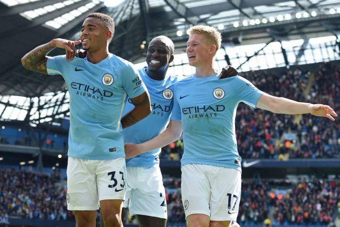Manchester wykorzystał brutalne wejście Mane i rozbił Liverpool! (VIDEO)