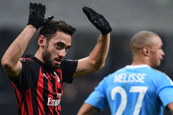 Dudelange zdobyło 4 gole na San Siro, ale dwa samobójcze i przegrało z Milanem. 3 ekipy z kompletem punktów