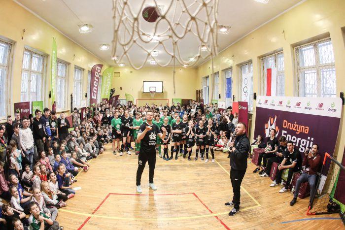 Blisko 7000 filmów z ćwiczeniami i… Drużyna Energii odwiedzi szkołę w Dywitach!