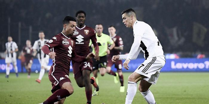 Remis w derbach Turynu. Cristiano Ronaldo dogonił Krzysztofa Piątka w wyścigu o koronę króla strzelców