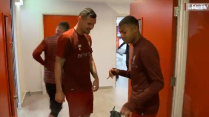 Szalona radość i łzy zmęczonych bohaterów. Zobacz, co działo się w szatni Liverpool FC po pokonaniu Barcelony (VIDEO)