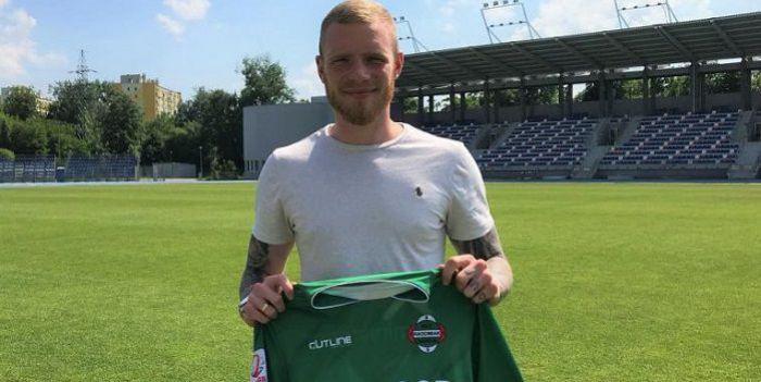 Miniony sezon spędził na trybunach w Gdańsku . Po rozstaniu z Lechią podpisał umowę z beniaminkiem I ligi