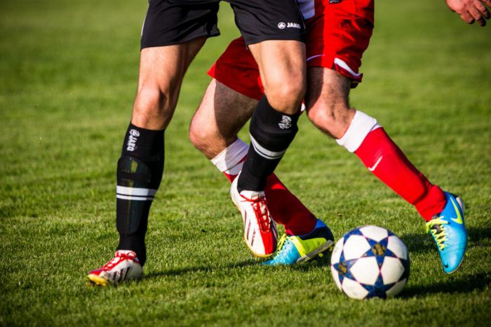 Ogromny skandal na meczu piłkarskim w Hiszpanii. Kibice grozili śmiercią i gwałtem