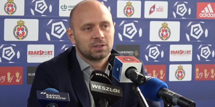 Szkoleniowiec Wisły Kraków po zwycięstwie z liderem: Pokazaliśmy, że kiedy zespół walczy, nie poddaje się, potrafi wygrać wiele