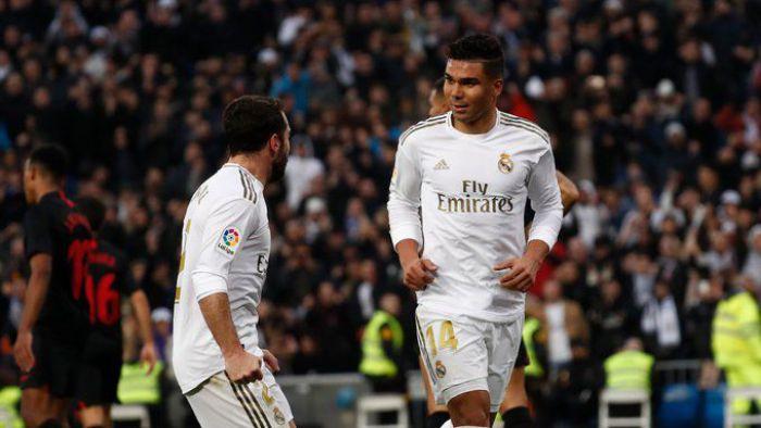 Real wygrał hit 20. kolejki La Liga! Dublet Casemiro dał 10. zwycięstwo z rzędu nad Sevilla FC w Madrycie