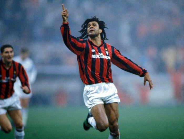Zdobywca Złotej Piłki z 1987 roku krytykuje Frenkiego de Jonga: