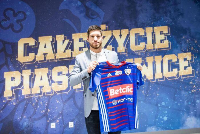 Mistrz Polski wzmacnia rywalizację w zespole. Piast ogłosił transfer skrzydłowego (VIDEO)