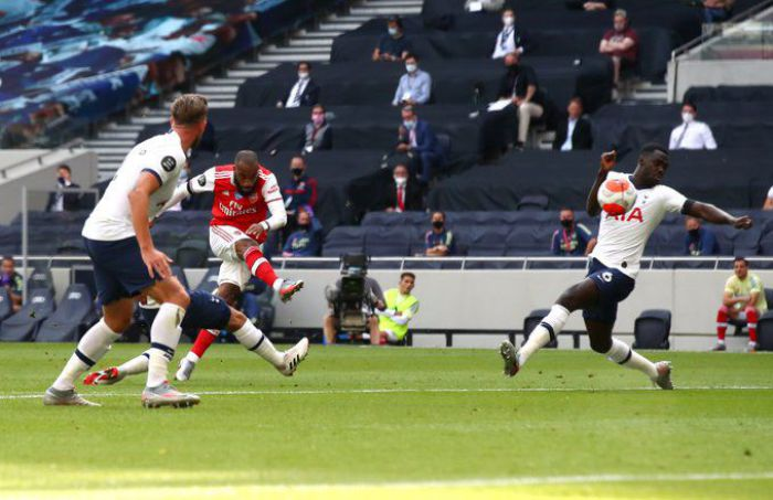 Bomba Lacazette'a to za mało, skoro potem robisz TAKI błąd! Arsenal przegrał z Tottenhamem i ciężko będzie o przepustkę do pucharów (VIDEO)