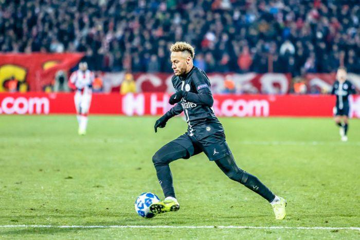 Neymar doznał kontuzji w Lidze Mistrzów! Wiadomo, kiedy Brazylijczyk wróci do gry