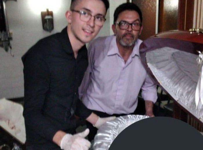Pracownicy zakładu pogrzebowego zrobili sobie zdjęcia z ciałem Diego Maradony! Fotografie trafiły do sieci...