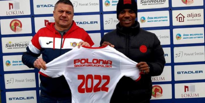 Jeszcze nie schodzi z piłkarskiej sceny. 2-krotny mistrz Polski z Lechem przedłużył umowę z III-ligowcem