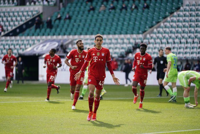 18-latek poprowadził Bayern do zwycięstwa. Wilki zastawiały sidła na drodze do mistrzostwa, ale nie złapały nawet punktu