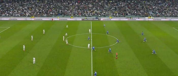 Zakaz sprzedaży biletów. Polscy kibice nie będą mogli zakupić wejściówek na mecz Napoli - Legia Warszawa