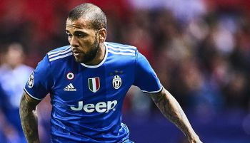 Dani Alves już latem trafi do Premier League? W Anglii chce go...